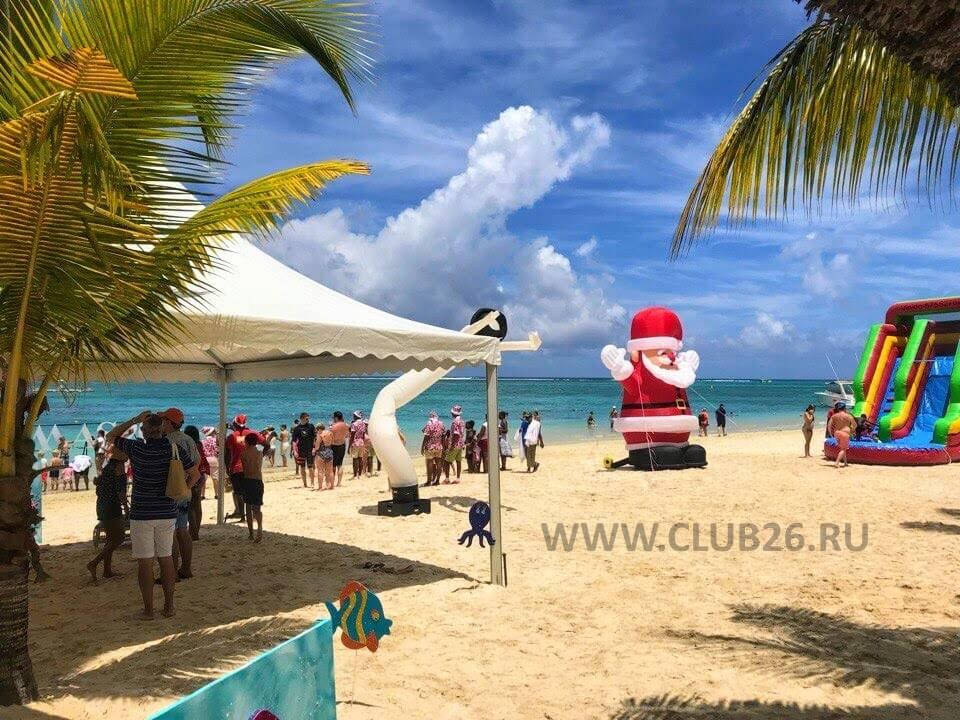 Санта на пляже